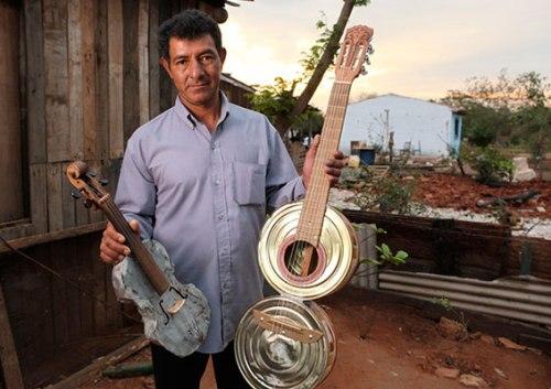 Nicolas-Gomez(Cola)-Luthier-&-Garbage-picker